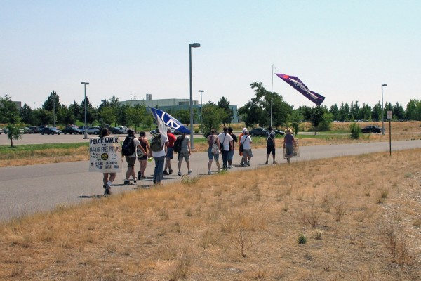 images/2009_Peacewalk_Hanford-4.jpg (80198 bytes)